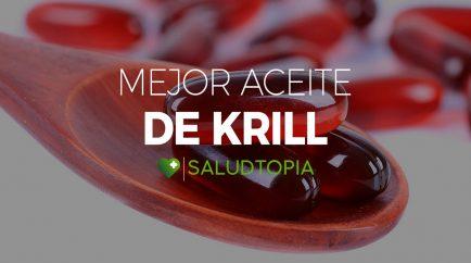 Cuchara de madera con pastillas del mejor aceite de krill