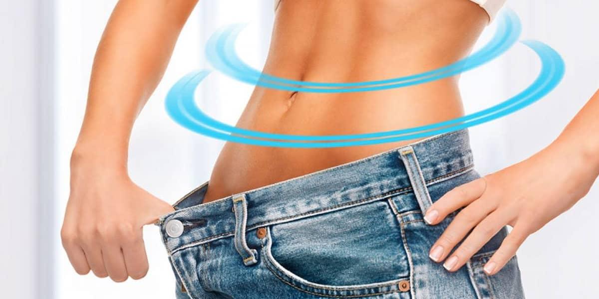 Mujer sin grasa que ha perdido peso